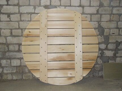 Wooden bottom shield for the well