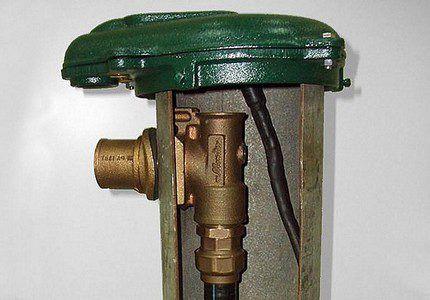 Соединение адаптера с водоотводящей трубой