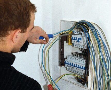 Пример хитросплетения проводов электропроводки