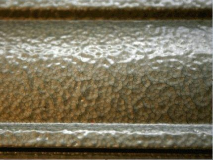 Плюсы молотковых красок для окрашивания чугунных радиаторов