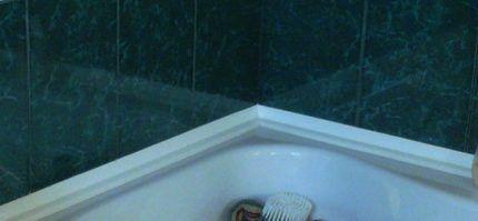 Отделка ванны плинтусом