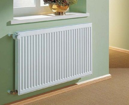 Example of a traditional installation of a radiator