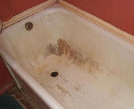 Испорченная чугунная ванна