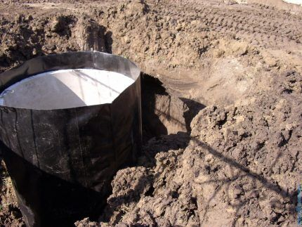 External waterproofing of a sewer well