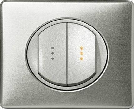 Выключатель с двумя клавишами