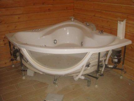 Монтаж корпуса ванны