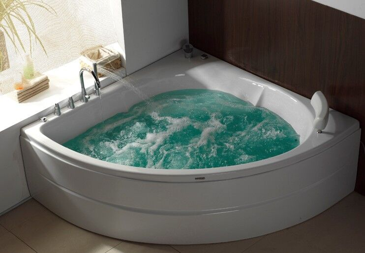 Угловая гидромамассажная ванна