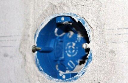 Заглубление подрозетника в стену