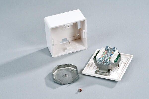 Конструктивно компьютерная розетка мало чем отличается от стандартного  электроустановочного оборудования, включает монтажную пластину механизм и  лицевую ... bba47452f03