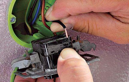 Розетка и выключатель в одном корпусе