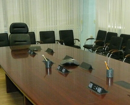 Retractable sockets in the conference room