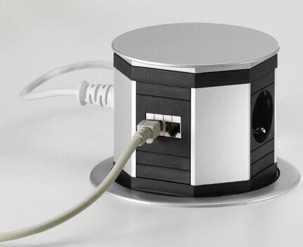Compact retractable sockets