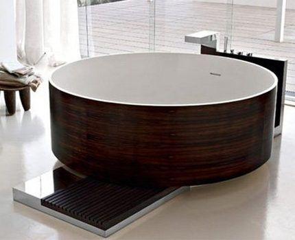Большая круглая ванна