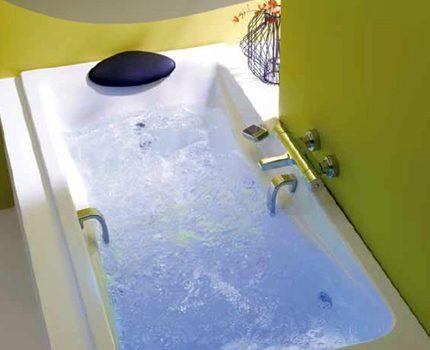 Чугуная ванна с подголовником
