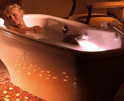 Акриловая гидромассажная ванна с подстветкойс под