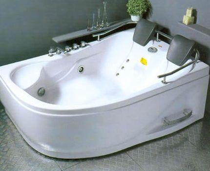 Гидромассажная ванна с подголовниками