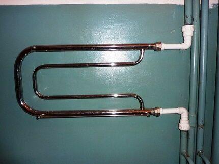 Как правильно заменить и подключить водяной полотенцесушитель