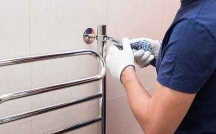 Как лучше заменить полотенцесушитель в ванной