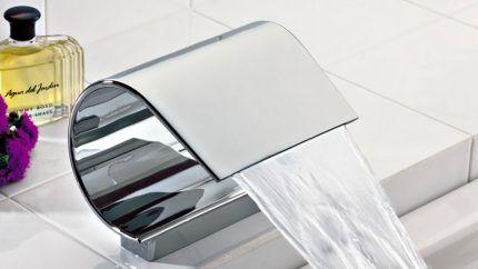 Каскадный смеситель для ванной