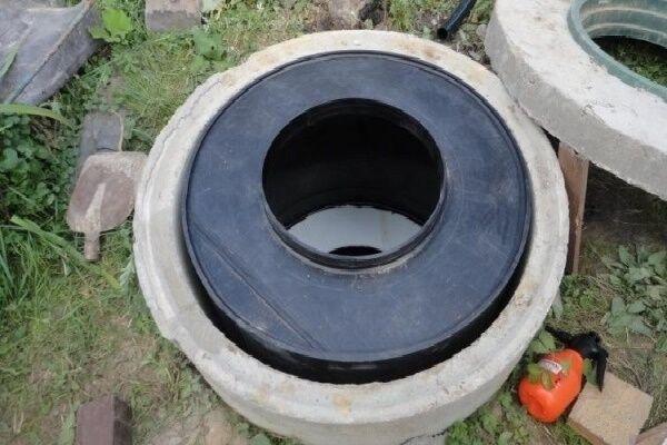 Заделка бетоном швов между плитами перекрытия