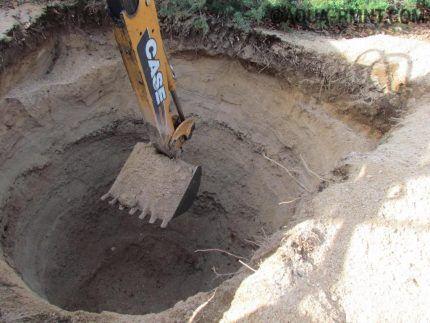 Работа спецтехники по выемке грунта