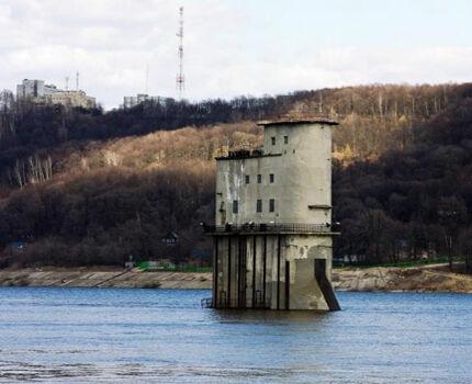 Водозаборное сооружение в русле реки