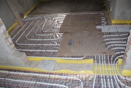 Protection of water floor heating pipes