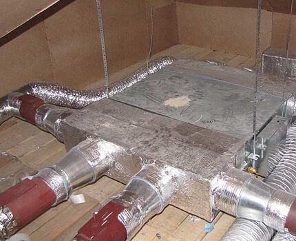 Разводка вентиляционных труб на чердаке