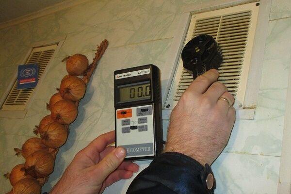 Прибор для проверки тяги в вентканалах и дымоходах дымоходы для печей бани своими руками