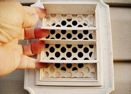 Protection against the penetration of animals into the duct