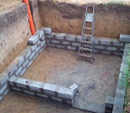 Фундамент из керамзитоблоков с подвалом