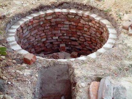 Brick drain pit