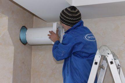 Сделать вентиляционное отверстие в стене