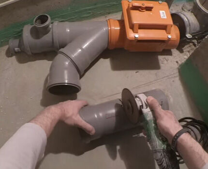 Сборка канализационного трубопровода