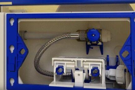 Подводка пластиковой водопроводной трубы к бачку