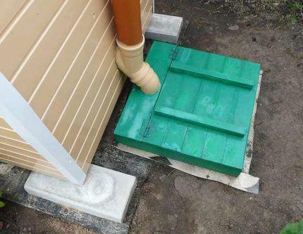 Вариант устройства дачного уличного туалета
