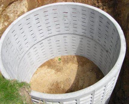 Проницаемая выгребная яма из бетонных колец