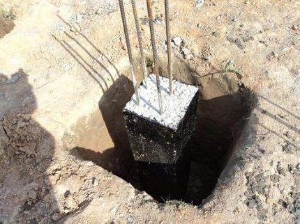 Готовый столбик под фундамент