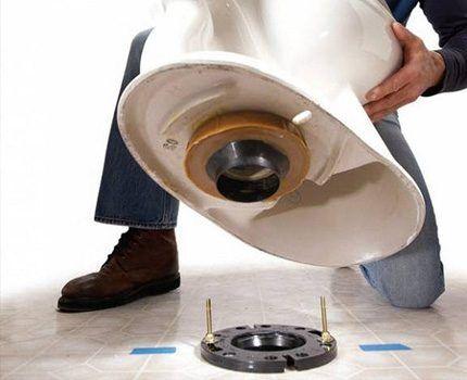 Release toilet embedded in the floor