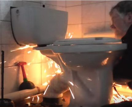 The use of the grinder when dismantling the toilet