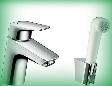 Смеситель для установки на унитаз в туалете