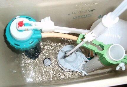 Нижняя подача воды в бачок унитаза