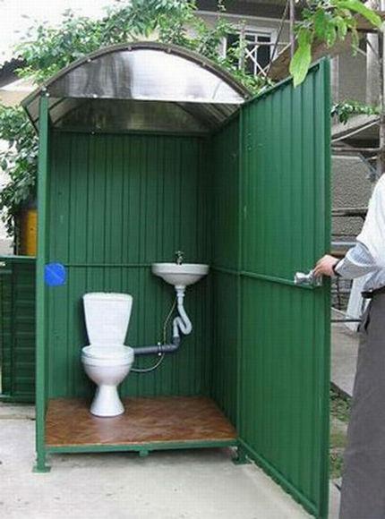 Туалет из металлопрофиля