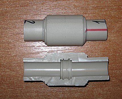 Раструбное соединение двух труб муфтой