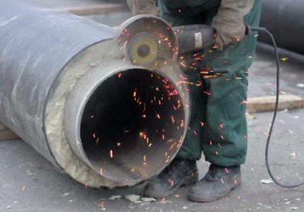 Обрезка трубы большого диаметра болгаркой