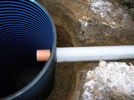 Утепленная труба на входе в коллектор