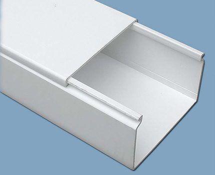 Пластиковый короб для труб в туалете