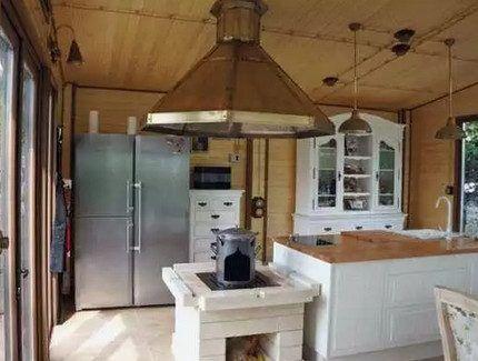 Открытая проводка в интерьере кухни