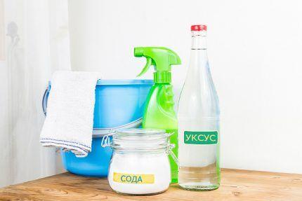 Популярные средства: сода и уксус