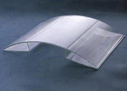 Поликарбонатная крышка для маскировки трубы